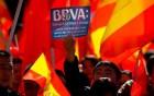 西班牙银行冻结账户 华人多举措理性维权