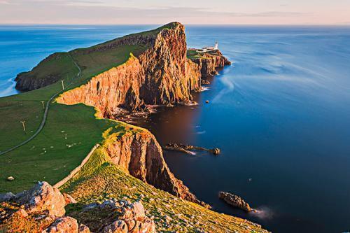 苏格兰魔幻系风景 绿色山峦,城堡,灯塔,悬崖