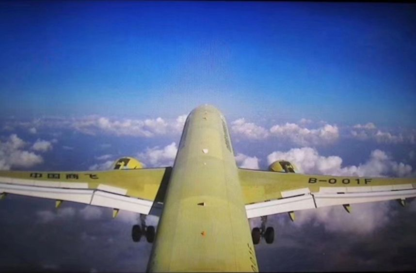 ▲第一视角看C919大型客机105架机(视频截图)