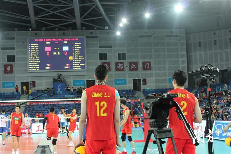 本场比赛,江川(右)、张哲嘉(左)均有不少高光表现。黄绍侦 摄