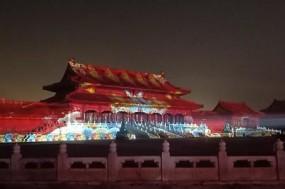 600岁故宫元宵夜上演灯光秀 游客漫步宫墙观《清明上河图》