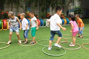 户外活动欠缺 近视儿童激增