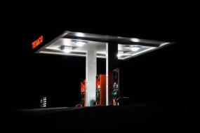 """中国成品油价八年来首现""""八连涨"""""""