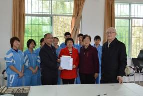 著名画家郭绍纲在台山市特教中心录制其宣传片