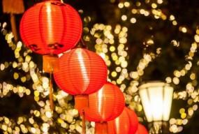 大红灯笼扮靓城区  春节氛围日渐浓厚