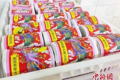广东侨乡台山坚持手工制作的传统豆沙月饼热销