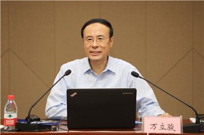 万立骏参加第十次全国归侨侨眷代表大会分组讨论会议
