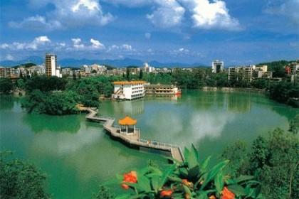 我市全面推行《湖长制》  改善湖泊生态环境