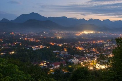 老挝资讯网:谢射非笑谈创业五年 尝遍人间五味