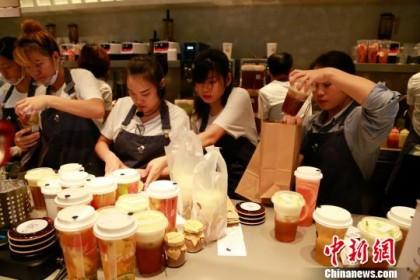 奶茶走进俄罗斯 中国美女老板在莫斯科开贡茶店