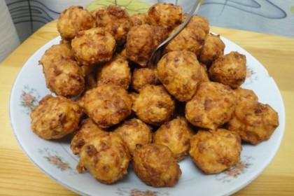 炸肉丸别再用淀粉和蛋清了,用它代替,肉丸不松散,有弹性