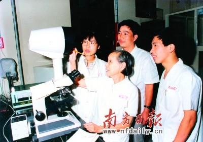 """陈耀真毛文书:中国眼科界的""""居里夫妇"""