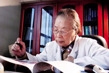 记中国工程院院士、军事医学科学院研究员黄翠芬
