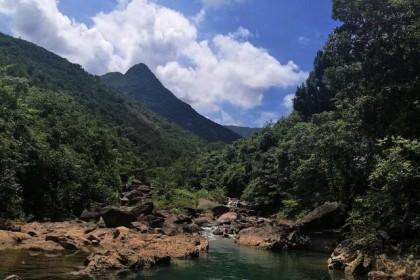 狮子头脚下寻找传说中的神仙井,广东江门老营底水库天然水潭溯溪
