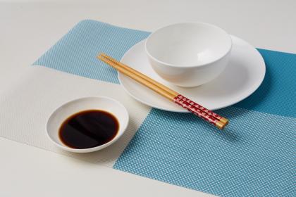 """为餐桌上的""""黑白双筷""""叫好"""
