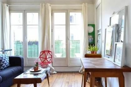 阳台与客厅中间要不要装门?装什么门好你知道吗?