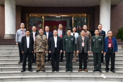 李惠文、谢少谋分别带队慰问江门军分区和江门联检单位