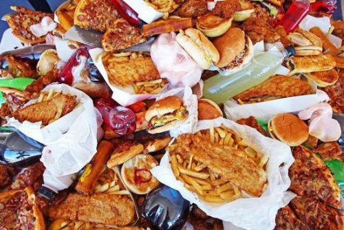 经常吃垃圾食品 会增加患抑郁症风险!