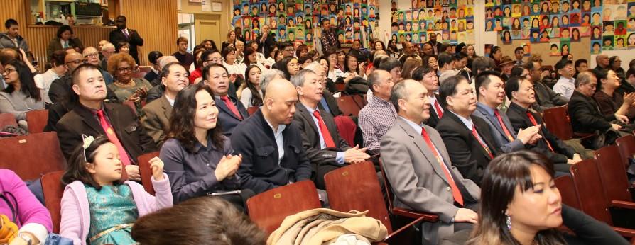 纽约第一位华裔州参议员正式宣誓就职