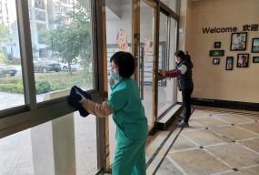 小区加强卫生消毒  全力做好疫情防控工作