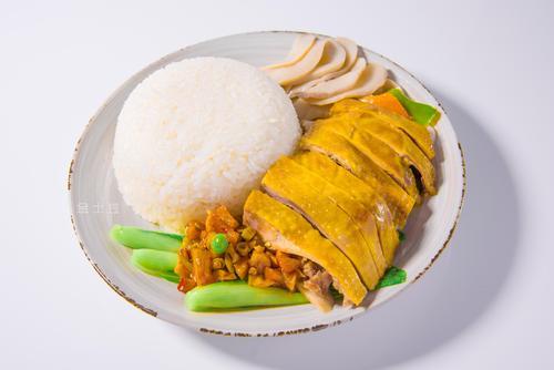 马来西亚古晋老店行善举 每日向困难群众派送百份鸡饭